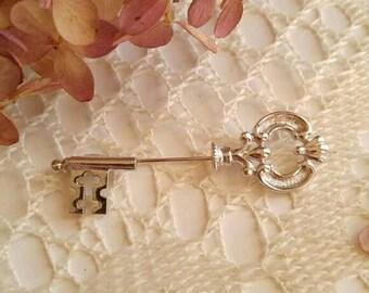 Avon skeleton key stick pin brooch