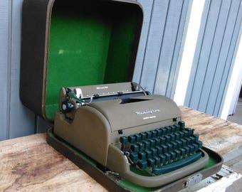 Vintage Reminton Typewriter - Portable Typrewriter - Green Typewriter - Typewriter with Case