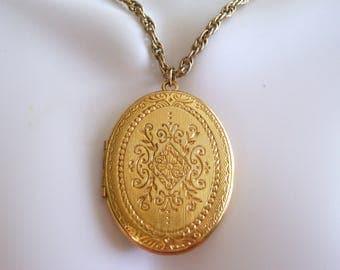 Gold Trifari Locket, Vintage Gold Locket, Vintage Crown TRIFARI Art Deco Style Floral Locket, Photo Locket, Oval Locket Pendant Necklace