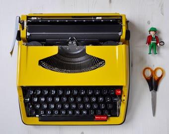 Yellow Brother portable typewriter   Brother Deluxe 850 TR   working typewriter   Brother typewriter   vintage typewriter