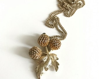 1950s Gold Berry Cluster Pendat Necklace