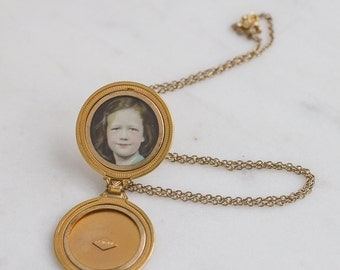Round Locket Necklace 40s Vintage / Art Deco 10K Yellow Gold Filled Photograph Jewelry / Unique Engrave florals / Girl photo / EVERLY JANE