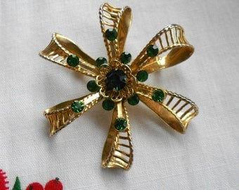 Kelly green and gold brooch.  Vintage.  St. Pat's pin.