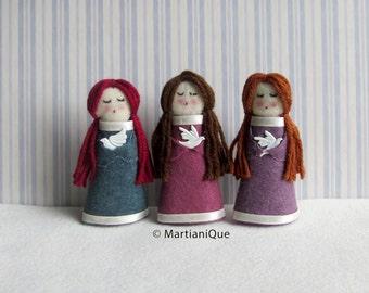 Pretty Standing Felt Dolls