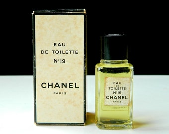Vintage Chanel No 19 Perfume Eau de Toilette 20 ml .66 oz Hong Kong Trade Fresh and Full in OriginalBox