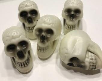 5 small plastic skull Heads, 25 x 50 mm (HR72)
