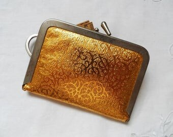 Vintage Gold w/ Kiss Clasp Travel Sewing Kit~ FLeA MaRKeT MUST Have ~.~ Scissors Stamped USA