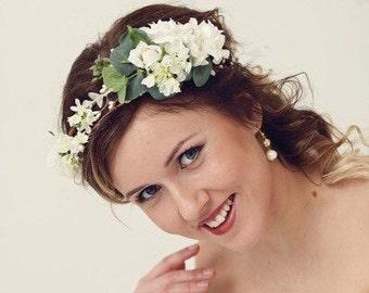 Greenery hair crown, Rustic flower crown, Boho wedding head piece, White flower Bridal wreath,  floral headpiece, greenery wedding crown
