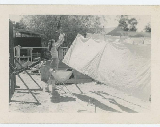 Vintage Snapshot Photo: Hanging Laundry, c1940s (73554)