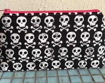 Skull & Crossbones Make Up Case/Zip Pouch