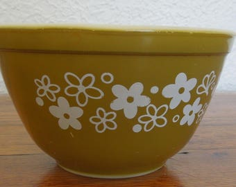 Vintage Pyrex Mixing Bowl Crazy Daisy 1.5pt