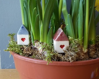 Small HOUSE with Heart / Small Ceramic House with red Roof / Rustic Beach Decor / Birthday favor / Wedding favor / Home Decor