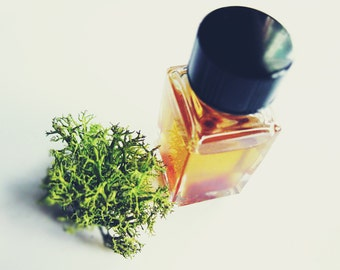 Natural Botanical Perfume oil Miss Mary Jane, A Tribute to Female Botanist with Champa Flower Sandalwood Hemp Seed Oil 5 ml cruelty free
