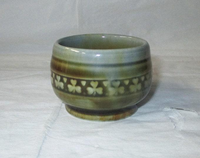 "WADE Irish Porcelain 1.5"" Miniature Sugar (Salt) Bowl, Shamrocks & Hearts"