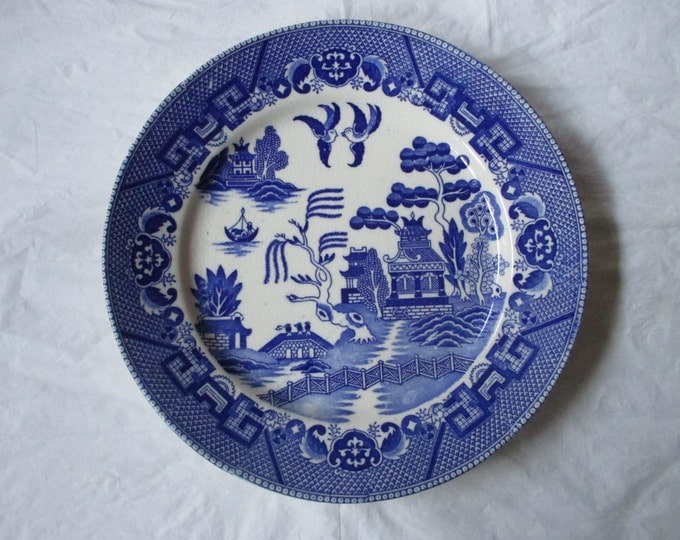 """Vintage 1930s BLUE WILLOW 9-1/8"""" Dinner / Luncheon Plate, Unmarked Japan"""