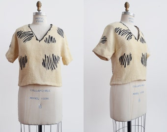 Sketch it Top / 1960s knit blouse / vintage abstract creme sweater