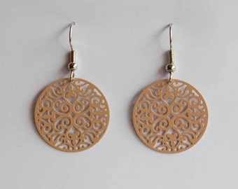 Middle ornament earrings in beige