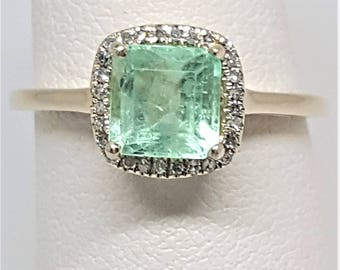 1.16ctw Square Cushion Colombian Emerald with Diamond Halo 10kt Yellow Gold Ring Size 5.75