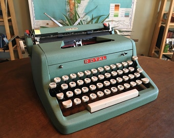 Adorable Mint Green 1950s Royal Quiet DeLuxe Typewriter - Great Condition and Working Well