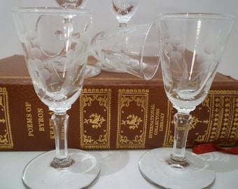 LIQUEUR/CORDIAL GLASSES. Vintage 1930's. Set of 5 Vintage Etched Crystal Liqueur Glasses. Vintage Deeply Etched Stemware.
