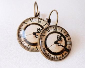 "Earrings  with glass cabochons ""clock"". Boucles d'oreille montre vintage."