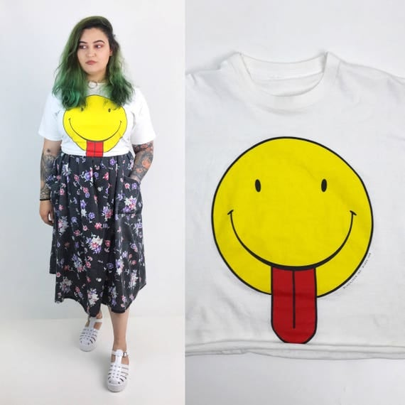 90's Smiley Face Crop Top Size Large/XL - Yellow Smiley Face Tongue Out T-shirt - Classic Happy Face Shirt Grunge White Cotton Crop Top