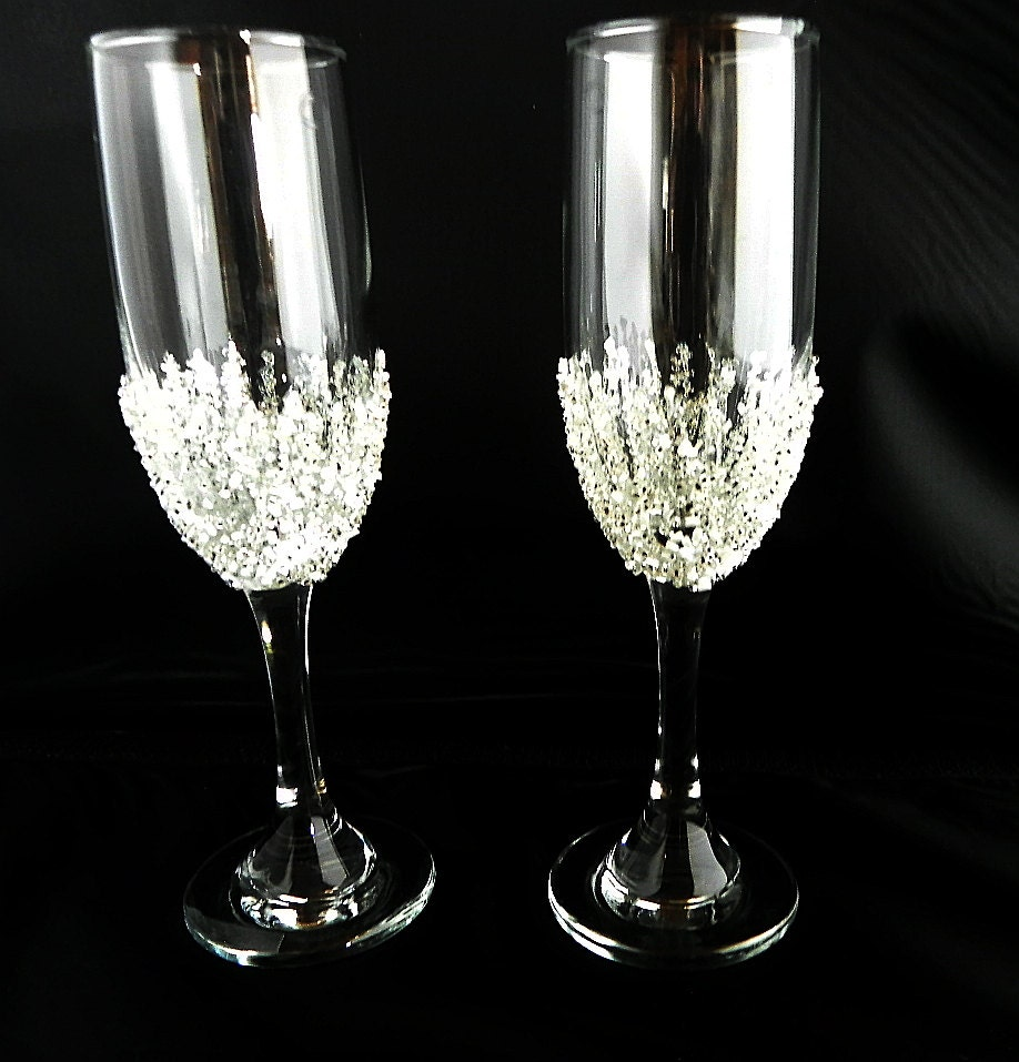 Champagne glasses decorated with glass beads wedding for Decorative wine glasses cheap