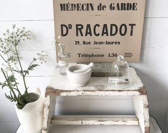 """A wonderful French ephemera vintage or antique """"Doctor on Call"""" printed sign"""