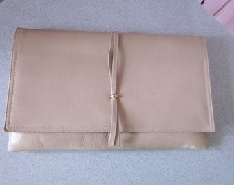 1980s Tan Leather Clutch