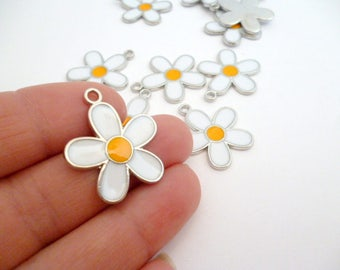 Enamel Silver Tone White Small daisy charm pendant/PP01654572014_Silver Charms_DAISY of 22,5 mm_ pack 5 pcs