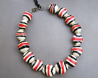 Murano glass necklace-Lampwork hollow glass necklace-Collana vetro soffiato-Glaskette-Collier en verre-red and black stripes on ivory