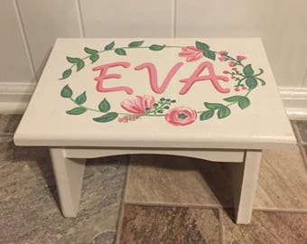 Floral Wreath One Step Stool