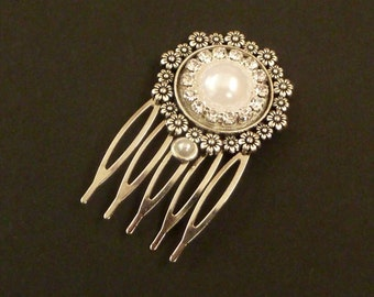 Small bride hair comb in white silver, rhinestones hair style, wedding hair jewelry, bridal hair accessories, gift for her, glitter haircomb