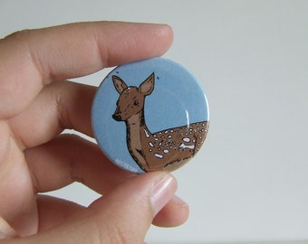 Deer Badge or Magnetic - 38mm Small Pin - Illustration - Animal - Pinback Button