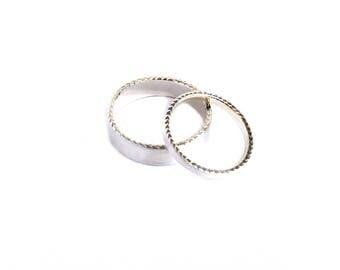 Engraved Platinum Wedding Band Set