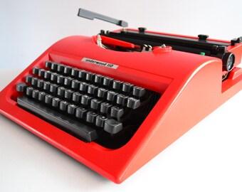 Vintage RED 1980s Underwood 110 (Olivetti LETTERA 10) Typewriter - Portable - Working -  Mario Bellini DESIGN !