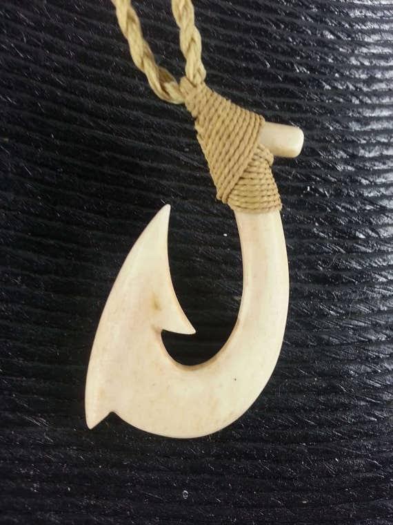 Aged bone maori hawaiian fish hook necklace for Hawaiian fish hook necklace