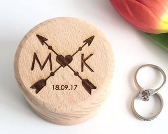 Personalised wood wedding ring box with arrows - ring bearer - custom wedding rings - wooden wedding box - ring bearer box personalised