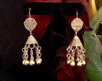 VINTAGES Bollywood tribales Inde jhumka bali plaqué or boucles d'oreilles... https://www.etsy.com/shop/CoCoBlueTreasures