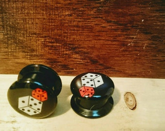 Dice Vegas gauges plugs sizes are in MM 5, 6, 8, 10, 12, 14, MM Free Shipping!!! DD