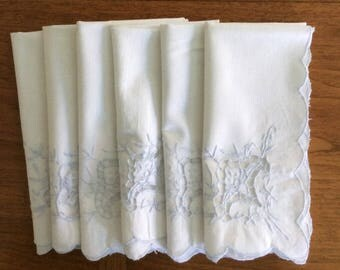 White Cotton Dinner Napkins with Baby Blue Embroidery, 6 Vntg