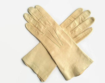 Vintage gloves, beige gloves, beige leather gloves, driving gloves, leather driving gloves, De Modegids, gloves, winter driving gloves