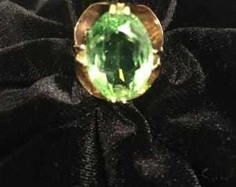 18 KT Gold Filled Large Green Peridot Women's Ring 1970's  MINT Condition