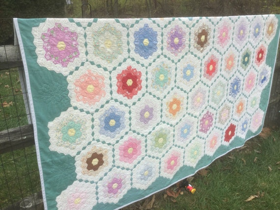 Vintage Green Grandmothers Flower Garden Quilt 81x86