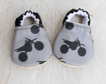 Dirtbike Baby Shoes, Dirt Bike Baby Boy Shoes, Soft Sole Shoes, Baby Booties, Baby Boy Shoes, baby Shoes, Motocross Baby, Dirtbike Booties