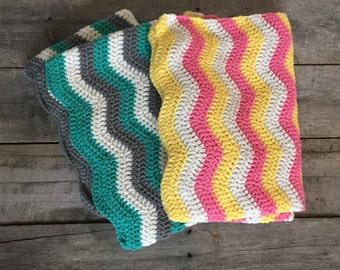 Chevron baby blanket; crochet blanket; zigzag blanket; baby blanket; colorful blanket.
