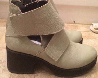 Leather cut out booties size womens 7us