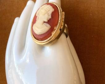 Vintage Avon Cameo Poison Ring