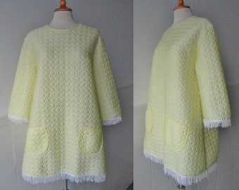 60s Yellow Vintage Quilted Robe/Top With White Fringes // Allure // A-Line // Size 40/42