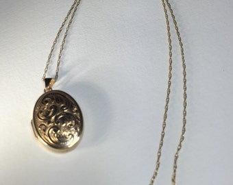 A 9ct Gold Locket And Chain